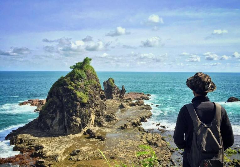 Kalau kamu suka dengan alam, kamu pasti suka dengan Pantai Watu Lumbung ini! via IG @taufiqrahmanmustoffa