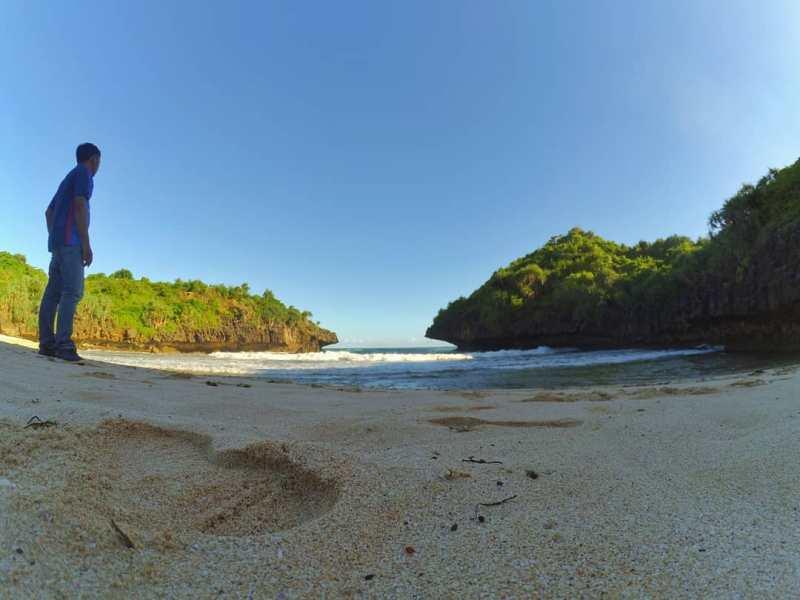 This Sedahan Beach is one of the hidden beaches in Yogyakarta. via IG @laurensiushendra