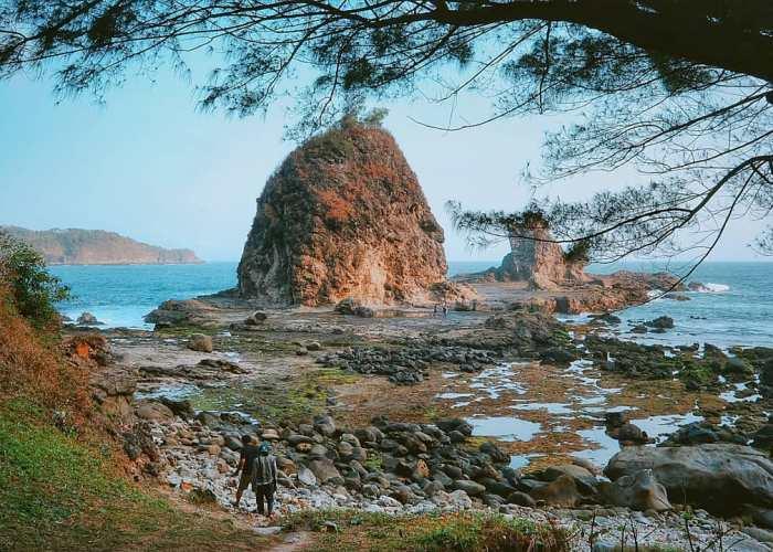 Pantai Watu Lumbung ini memang memiliki panorama yang begitu menawan! via IG @joeluluk