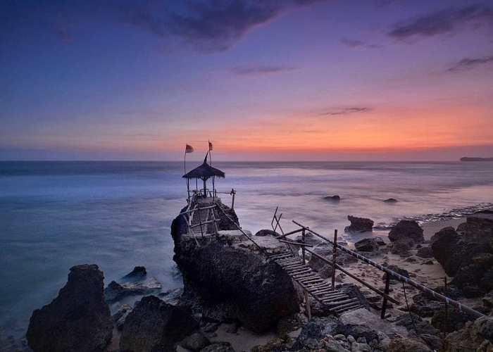 Pantai Watulawang ini adalah salah satu primadona Pantai di Yogyakarta. via IG @nyerohits