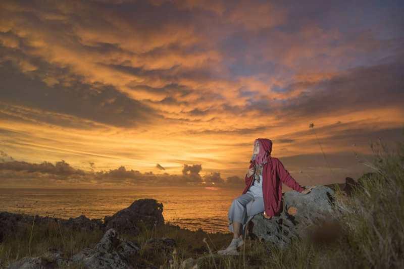 Siapa sangka sunset di Pantai Widodaren ini luar biasa indah seperti ini! IG via @norel08