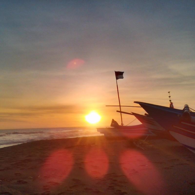Sunset di Pantai Goa Cemara yang indah luar biasa. via IG @ghrey_dh