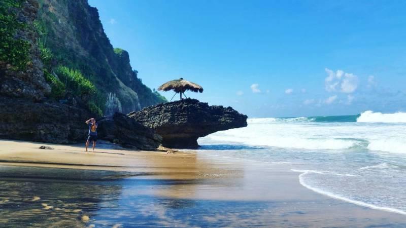 Kamu bisa camping di Pantai Seruni Jogja ini! via @kookoari