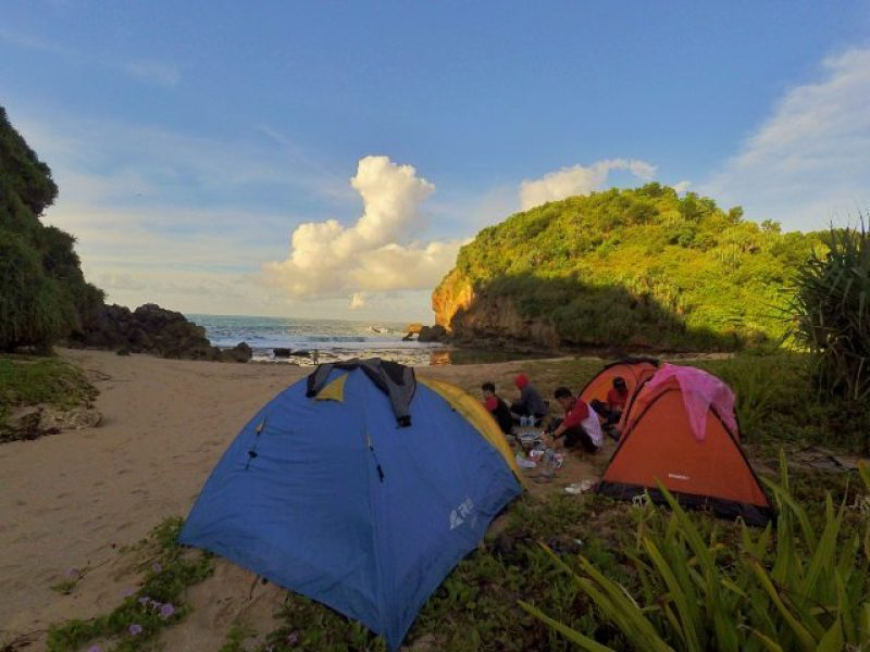 Kayu Arum Beach or also called Ngarum is one of the beaches in Jogja that is cool for camping! @singmetosleepy