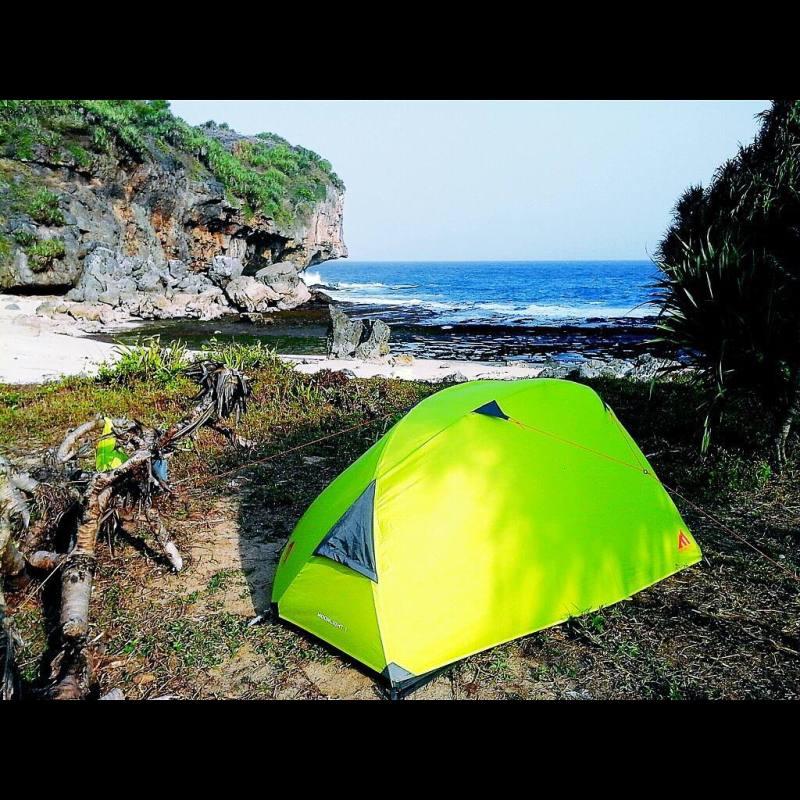 Pantai Kayu Arum cocok untuk kamu yang suka trekking di alam! via @tunggul_gumelar