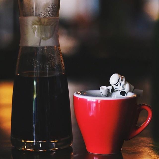 Menyegarkan diri dengan segelas kopi via @voscocoffee