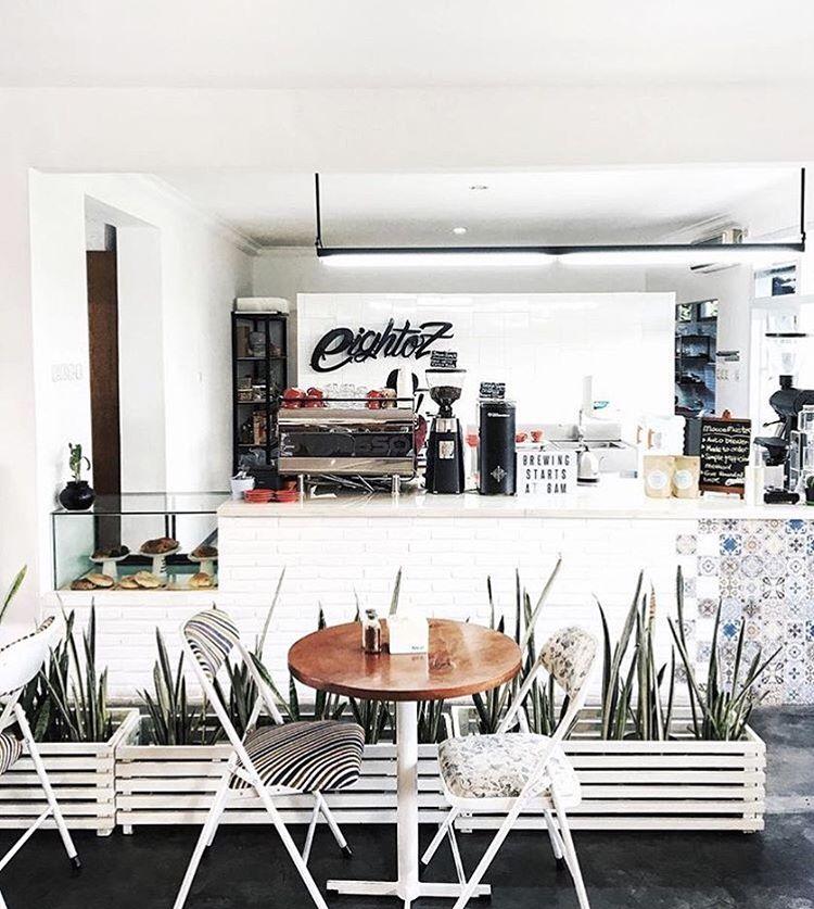Tempat ngopi yang nyaman, plus kopi yang enak, siapa nggak ketagihan via @8ozcoffeestudio