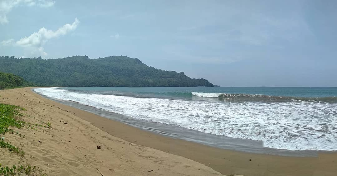 Pantai di Malang yang belum terjamah, Pantai Tambakasri.