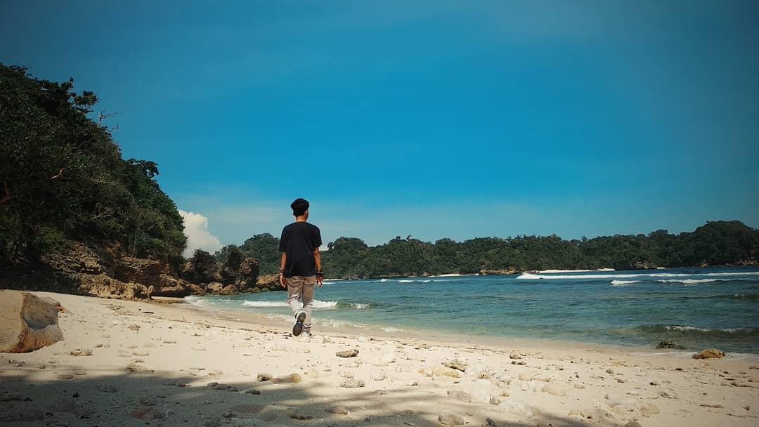 Pantai di Malang yang belum terjamah, Pantai Savanna.