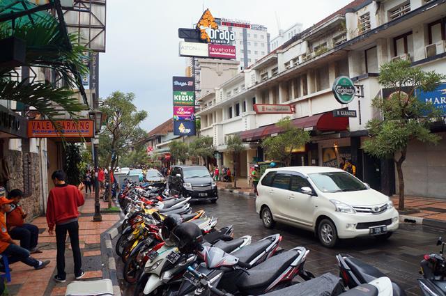 Braga, salah satu area perbelanjaan di Bandung yang terdapat arsitektur klasik.