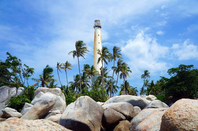 Mercusuar di Pulau Lengkuas menjadi idola para turis yang berkunjung ke Belitung.