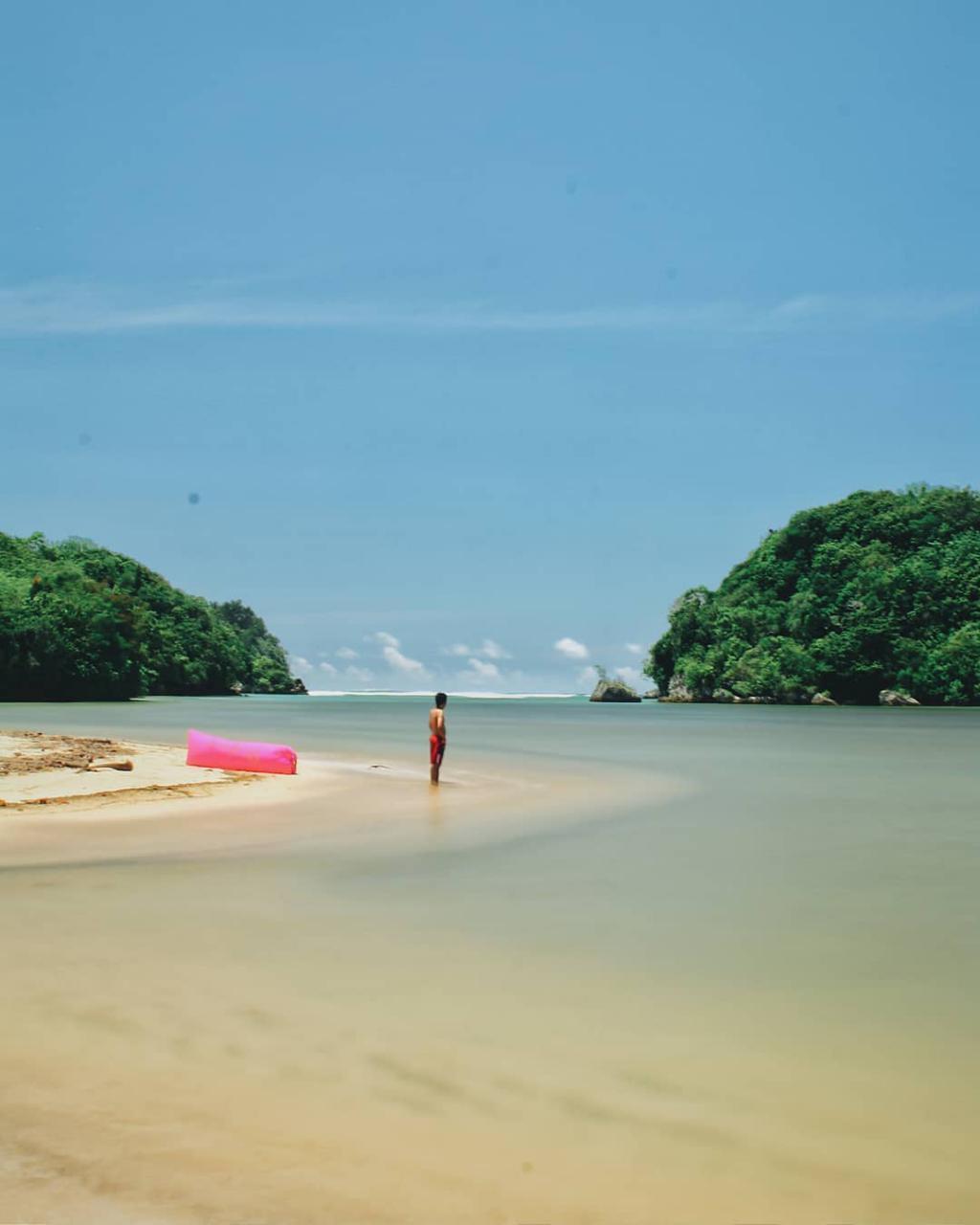 Pantai di Malang yang belum terjamah, Pantai Clungup / Mbansong