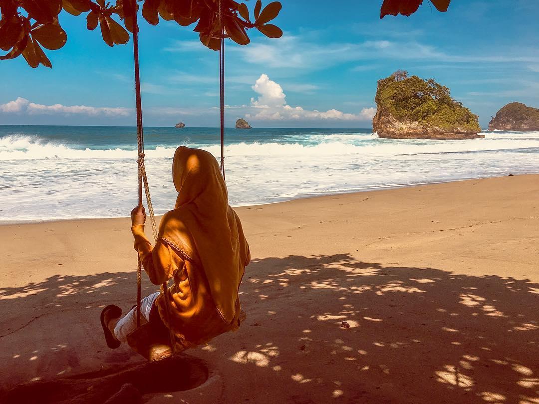 Pantai di Malang yang belum terjamah, Pantai Jolangkung.
