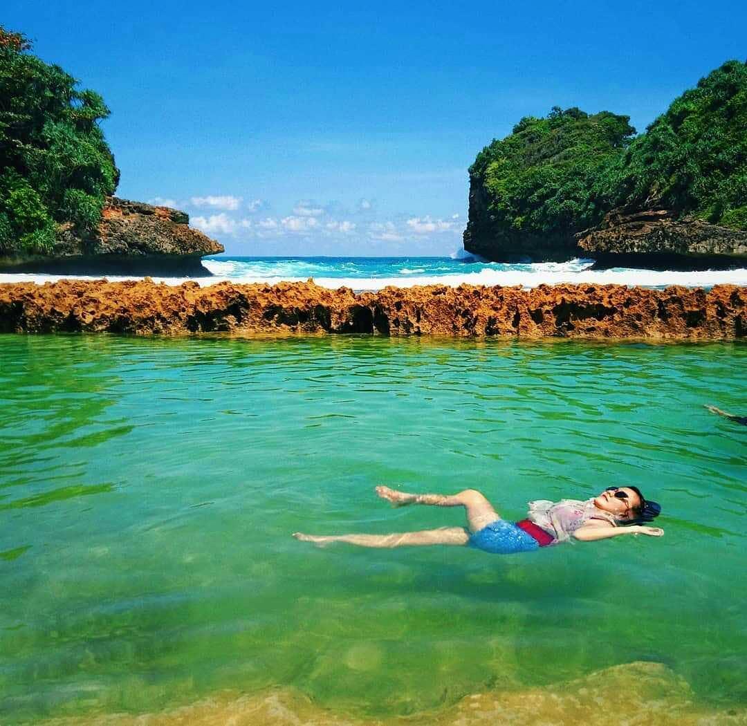 Pantai di Malang yang belum terjamah, Pantai Batu Bengkung.