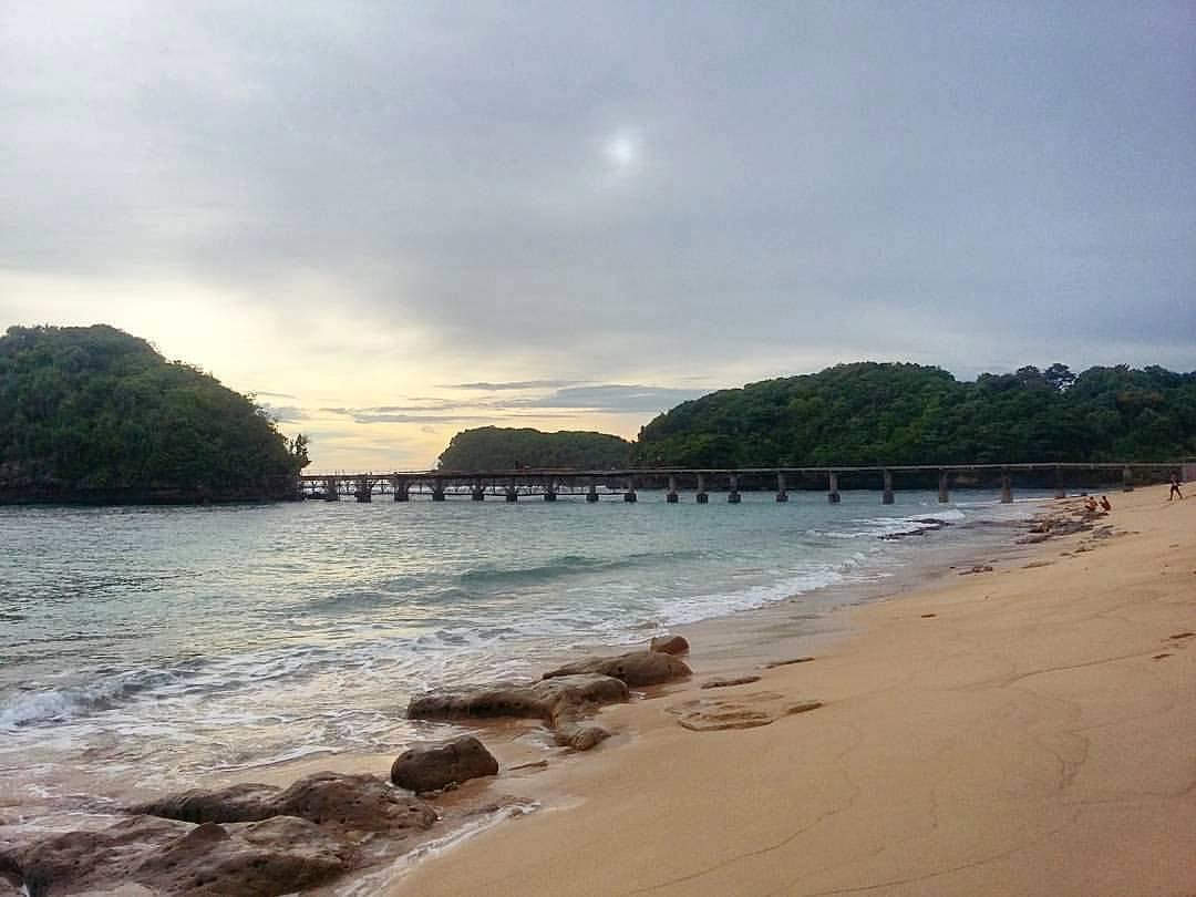 Pantai di Malang yang belum terjamah, Pantai Jembatan Panjang / Long Bridge.