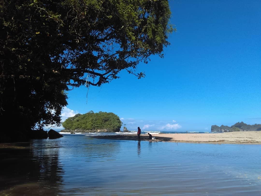 Pantai di Malang yang belum terjamah, Pantai Kondang Merak.