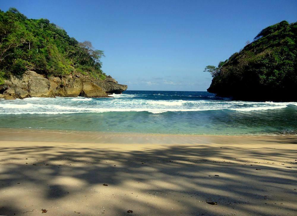 Pantai di Malang yang belum terjamah, Pantai Jemblung.