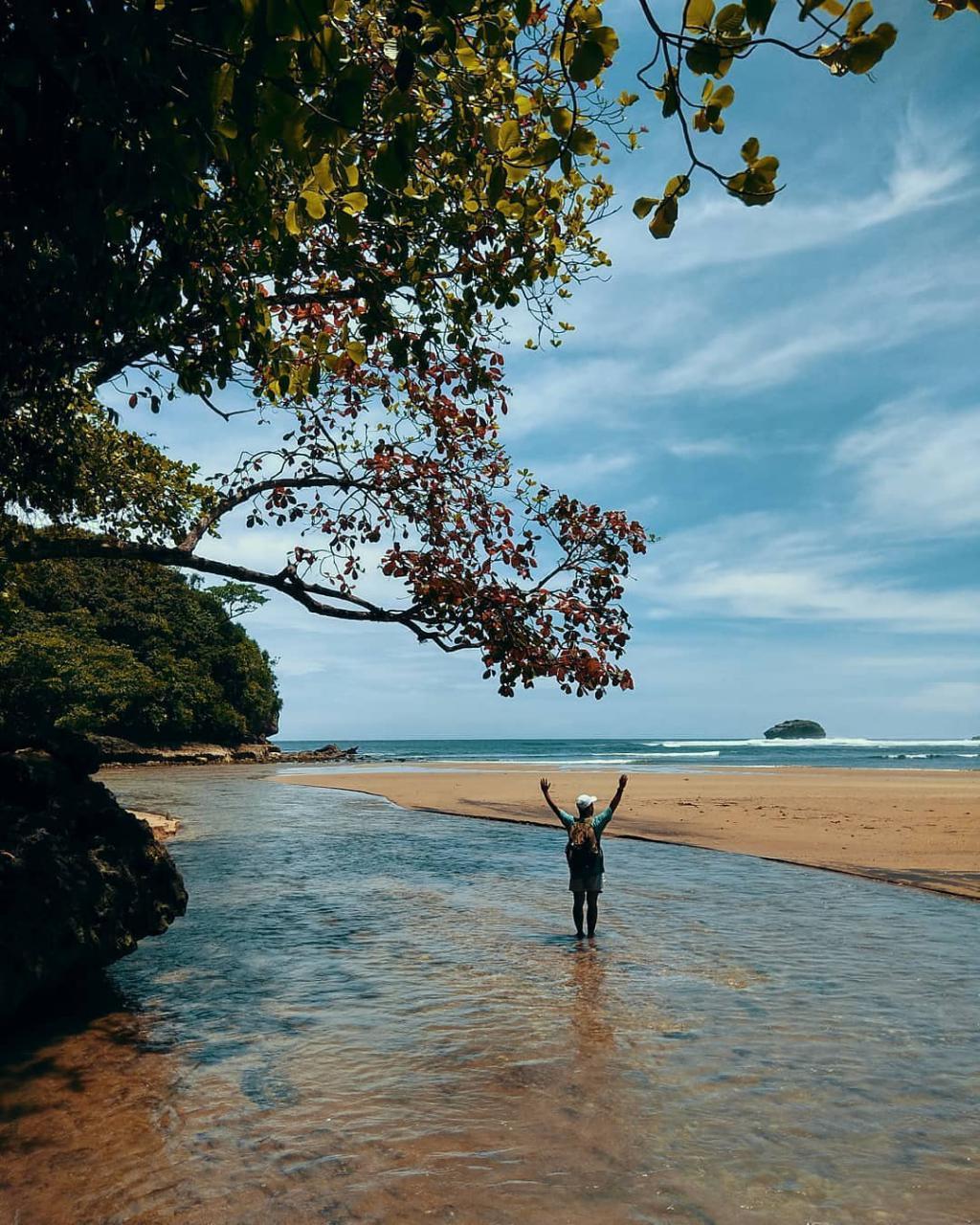 Pantai di Malang yang belum terjamah, Pantai Bantol.