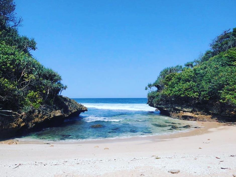 Pantai di Malang yang belum terjamah, Pantai Padas Pecah.