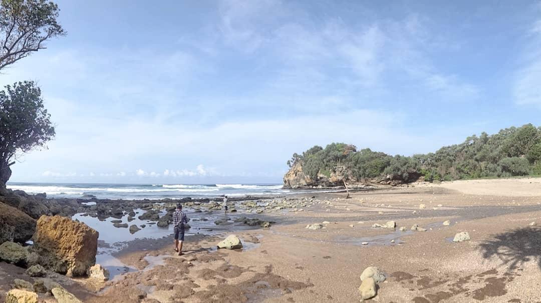 Pantai di Malang yang belum terjamah, Pantai Ceruk.