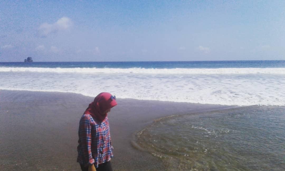 Pantai di Malang yang belum terjamah, Pantai Pkaliann.