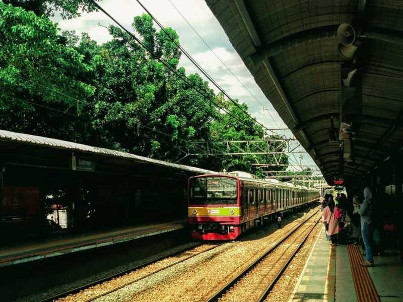 Informasi Jadwal Commuterline : jadwal KRL Jakarta Kota – Cikarang, jadwal KRL Jakarta Kota – Depok – Bogor, jadwal KRL Jakarta Kota – Bekasi, jadwal KRL Jakarta Kota – Tanjung Priok, jadwal KRL Cikarang – Jakarta Kota, jadwal KRL Manggarai – Cikarang, jadwal KRL Duri – Tangerang, jadwal KRL Nambo – Depok – Duri – Angke, jadwal KRL Jatinegara – Depok – Bogor, dan jadwal KRL Tanah Abang – Rangkasbitung.