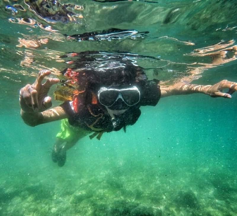 Snorkeling di Pantai Nglambor yang merupakan salah satu tempat wisata Jogja yang keren!