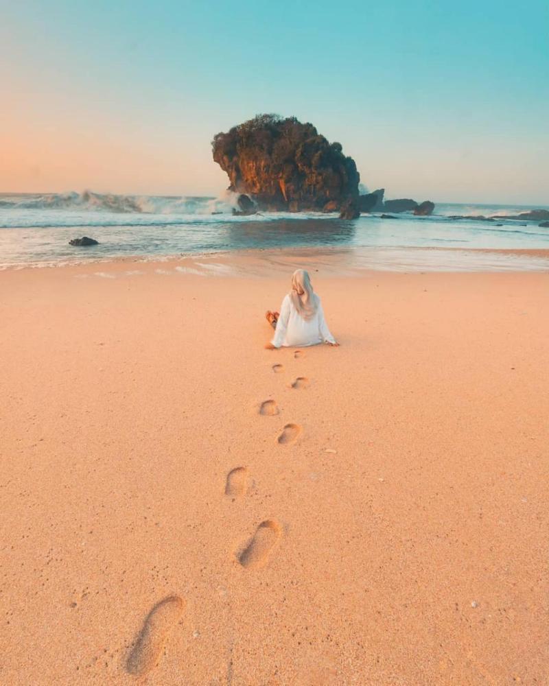 View mempesona di Pantai Jungwok, wisata jogja berupa pantai yang keren banget!