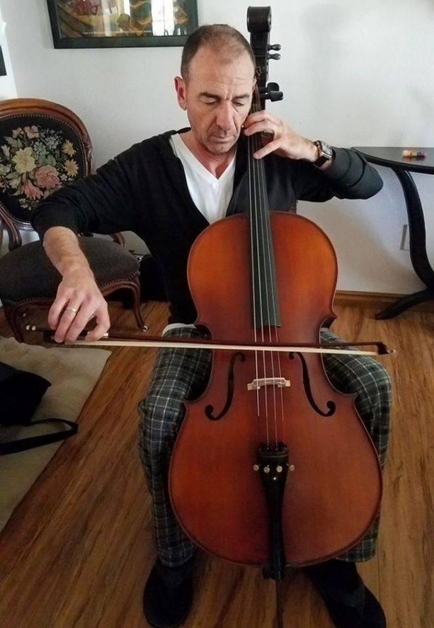 """За ролята си в """"Зелената книга"""" той се учи да свири на вилончело"""
