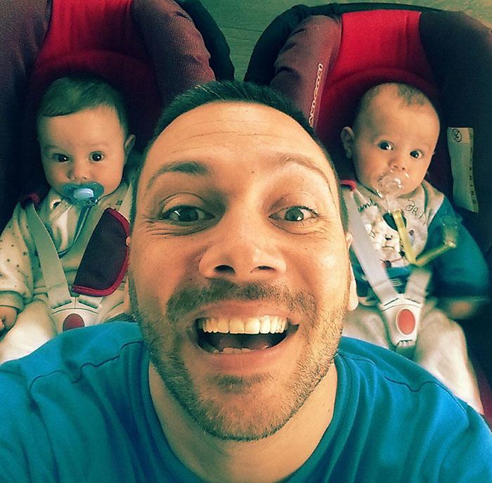 Лео с новородените Николо и Матиа
