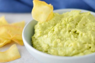 Guacamole with cassava chip