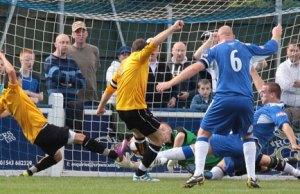 Matty Cohen scrambles the ball over the line. Pic: Dave Birt
