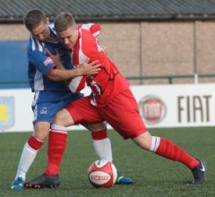 Lee Butler tries to outmuscle his man. Pic: Dave Birt