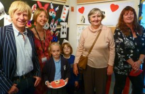 Michael Fabricant MP, Library development officer Liz Leyshon, Lilly-May Coleman, Chloe Bates, Cllr Marion Bland and artist Roselyn Barks