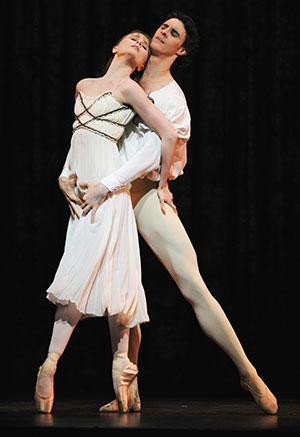 Jenna Roberts as Juliet and Iain Mackay as Romeo. Pic: Roy Smiljanic
