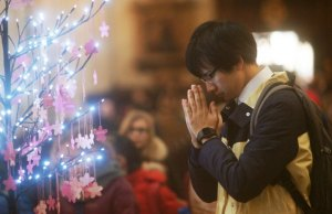 Prayers at the Westminster Abbey service. Pic: Shu Tomioka