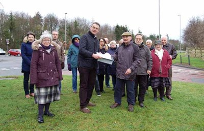 Cllr Paul Ray receives the petition from residents