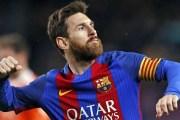 Messi không có nhiều điều kiện thi đấu như Maradona