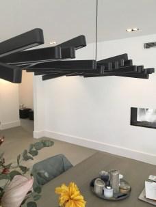 Decoratieve én functionele hanglamp boven eettafel I.s.m. VDP