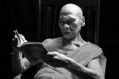 SANGGI BAE - old monk reading Buddhist scriptures