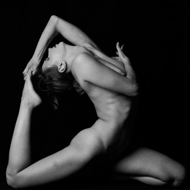 foto bianco e nero modella contorsionista