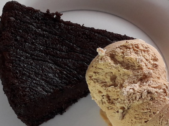 No churn Coffee Icecream with Chocolate Earl Grey Cake