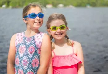 kids-swimming_SFW9PTO8C7