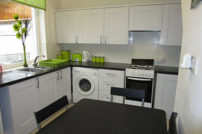 Fraser Street Shaw Oldham OL2 3 Bedroom Terraced House