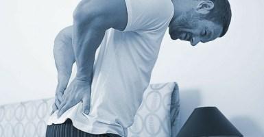 A qué se deben los dolores y espasmos en la espalda