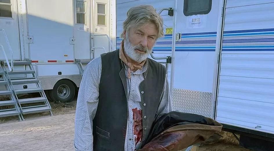 Alec Baldwin mata diretora de fotografia com arma cenográfica durante gravações do filme 'Rust'