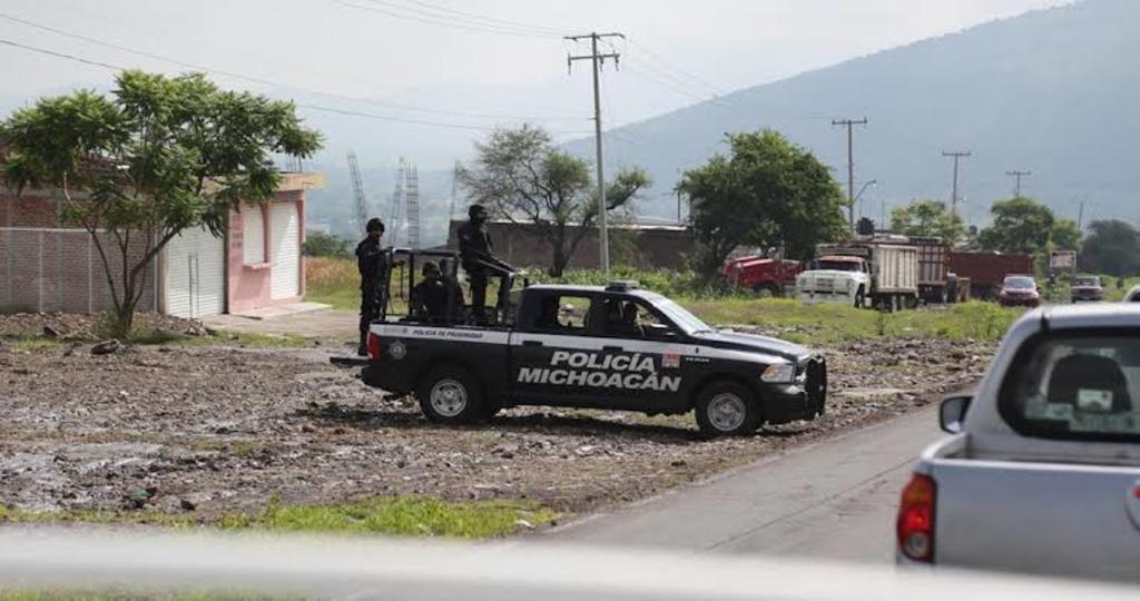 Ataque a policías en Michoacán deja un muerto y un herido