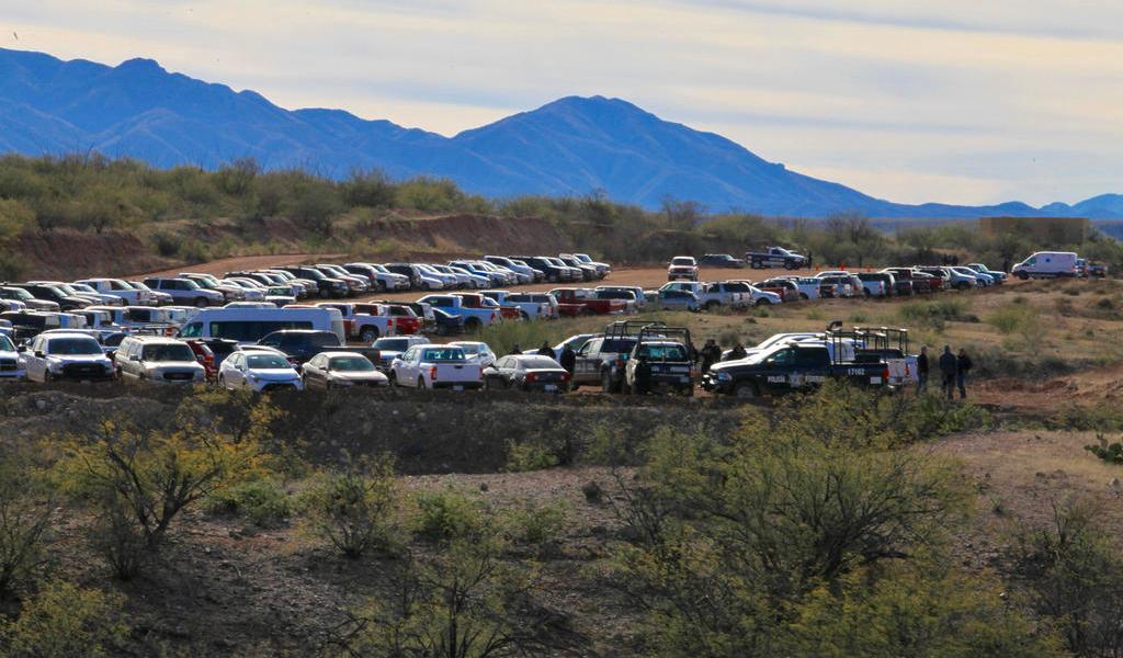 Se reúne AMLO con familias LeBarón y Langford en Sonora