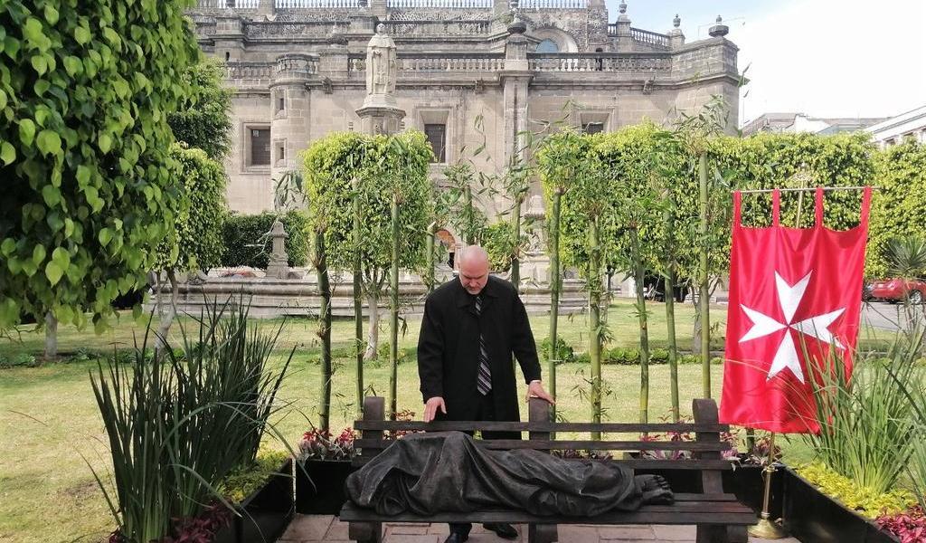 Cardenal inaugura réplica de la estatua 'Jesús Sin Hogar'