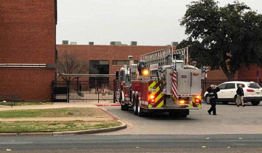 Estudiante de secundaria de Texas apuñala a dos compañeros